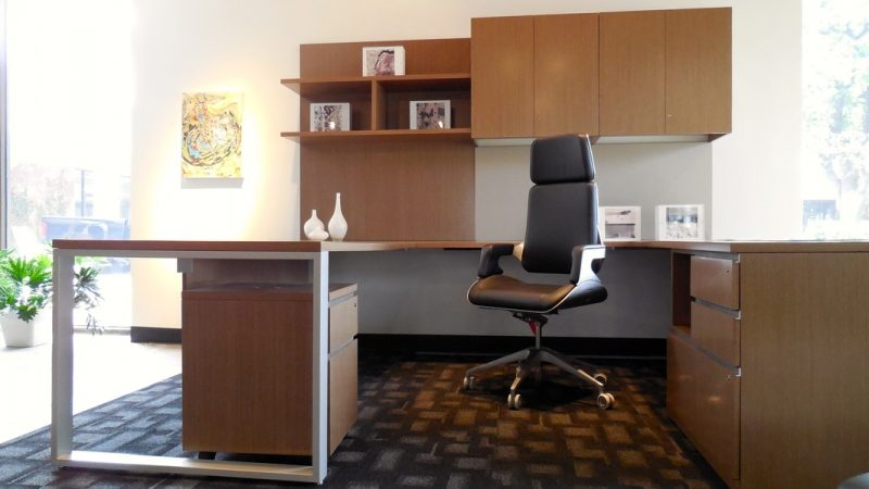 What Are The Different Types Of Office Desks & Material Options?
