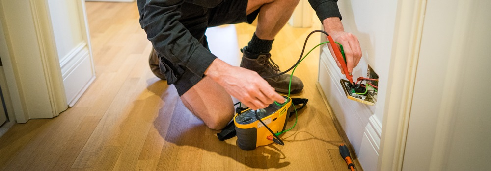 Things to think about before hiring an electrician in Liverpool