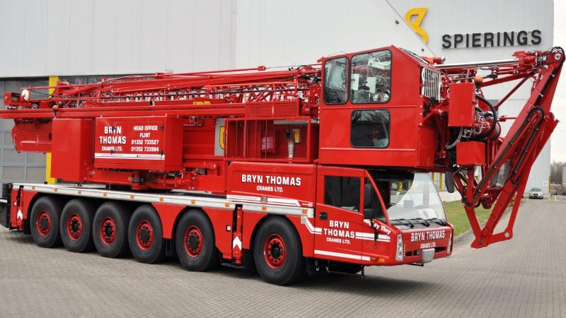 Things to consider before hiring a mobile tower crane