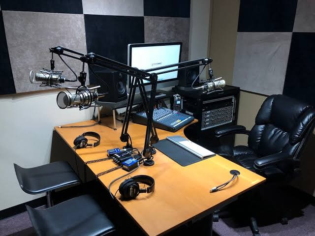 Why Rent A Podcasting Studio?